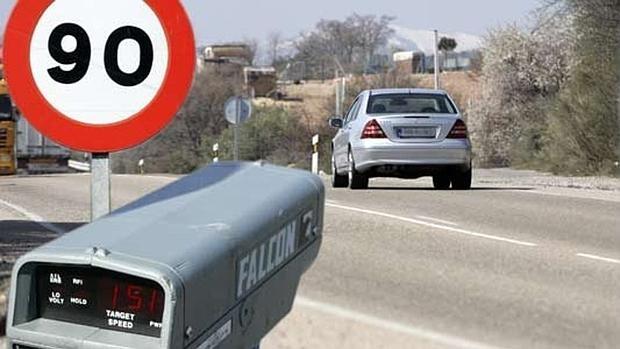 La DGT utilizará medios automatizados para detectar vehículos sin seguro.
